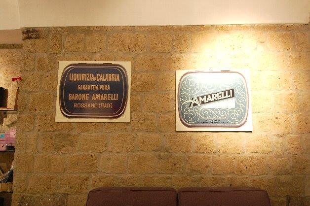 プレーンキャンディのBRONE AMARELLI(左)、 スターアニス風味のBLUE SKY